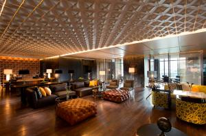 hilton-sukhumvit-bangkok-executive-lounge